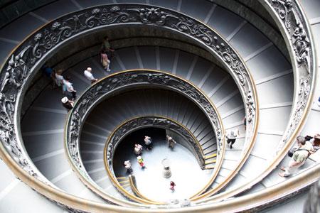 Escadaria em espiral na saída dos Museus do Vaticano